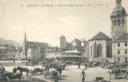 Annecy. Le marché. Place de l'Hôtel de ville